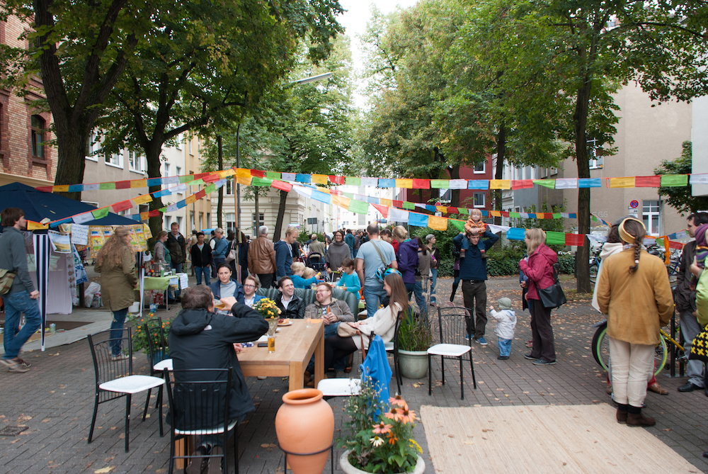 A self-made dining and living room in the neighbourhood on Day of the Good Life 2013 in Cologne. Photo by Marén Wirths.